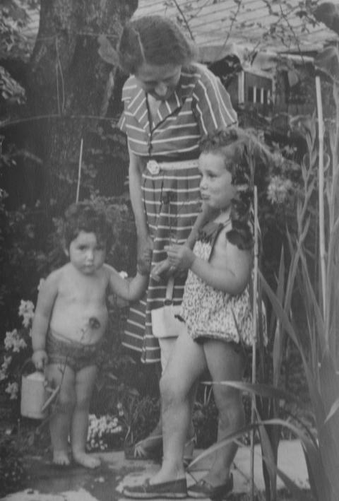 Emmy aged 58 with her granddaughters, Carolyn and Suzanne, as children