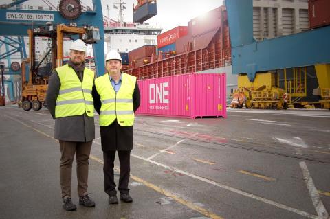Första ONE containern hälsas välkommen till Sverige