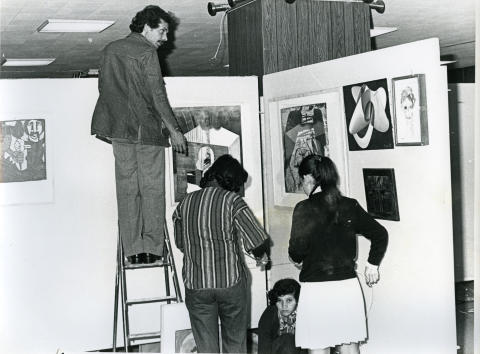 Installering av The International Art Exhibition for Palestine, 1978, Beirut