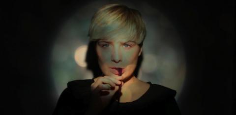 Soffie Viemose i intim live-video fra Roskilde