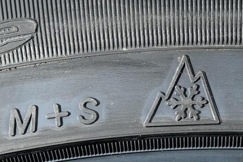 Vinterdæk - M+S symbolet og vintersymbolet