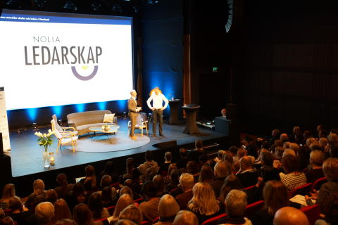 Moderatorn André Pops tillsammans med föreläsaren Lennart Pettersson.