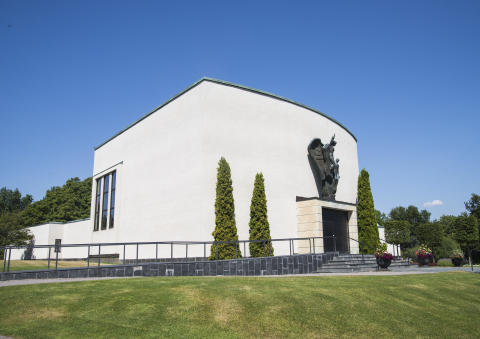Visar upp kyrkogårdsverksamheten