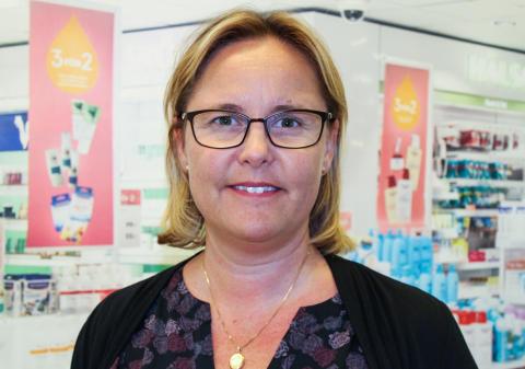Kronans Apotek skänker hjälpmedel till äldreboende i Uppsala