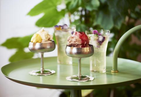 This summer, Svenskt Tenn Tea Room serves ice cream outside the Strandvägen store.
