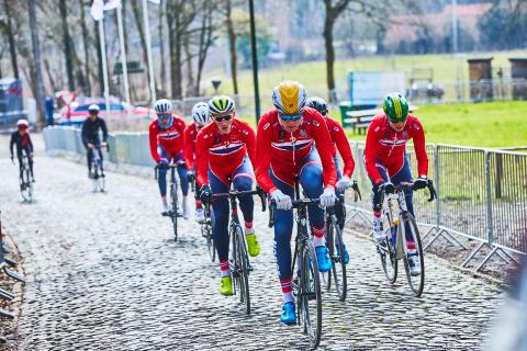 Morgendagenshelter landslaget til Paris-Roubaix