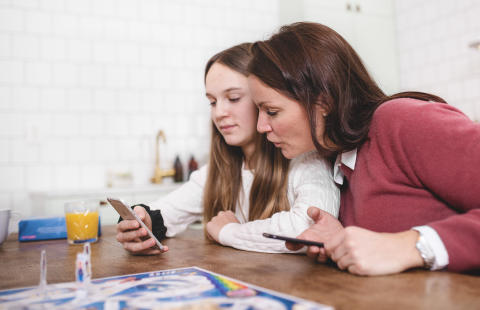 Surfa Lugnt och Telenor släpper sällskapsspel om källkritiskt tänkande