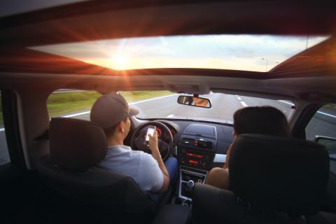 9 av 10 unga bilister anser att kvinnor kör sämre än män