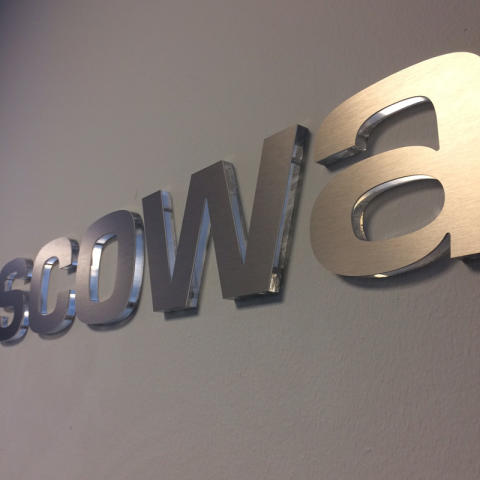 Receptionsskylt i akryl från Clarex till Escowa