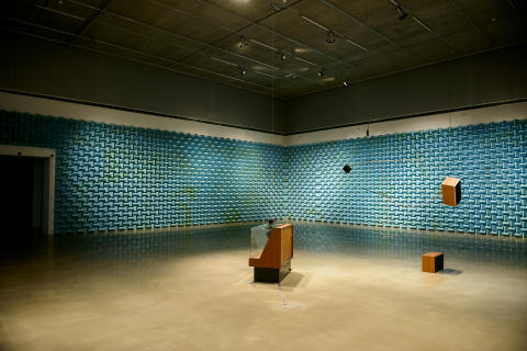 """""""Untitled song with untitled works by James Clarkson"""". 2012, Konstnär: Haroon Mirza. Foto: Olle Kirchmeier/Bonniers Konsthall."""