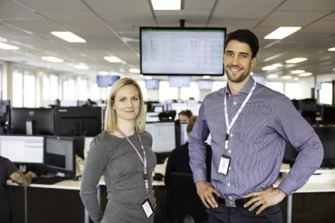 Mia Færøvik Johannessen (Service Level Manager) og Henrik Sverdrup Flack (Head of Technical Services) foran Intility servicedesk