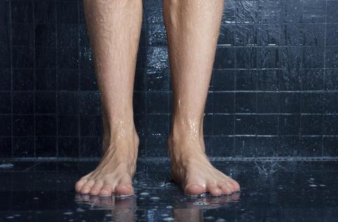 Nordmenn dusjer med vorter og sopp på treningssentre