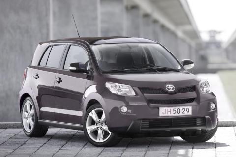 Snabb svensk premiär för Toyotas bränslesnåla kompaktkombi Urban Cruiser