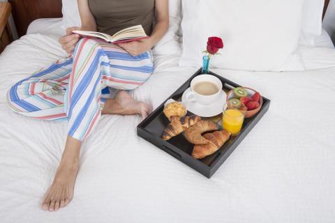 Böcker, grillning, sovmorgnar och långfrukost – detta ger oss mest avslappning i sommar