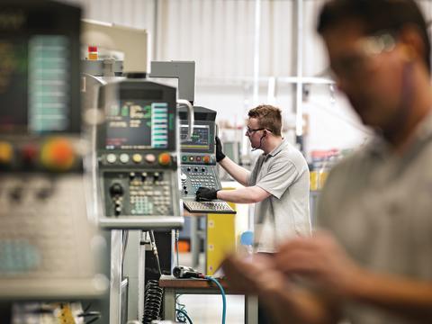 Schneider Electric lanserar nya kit för tryckknappar som ger kontrollpaneler ett modernare utseende