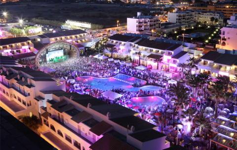 Se världsstjärnor som Avicii och David Guetta på Ibiza i sommar