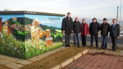 Das Kirchberger Bienenparadies haben die Spraykünstler auf der Trafostation des Bayernwerks verewigt.