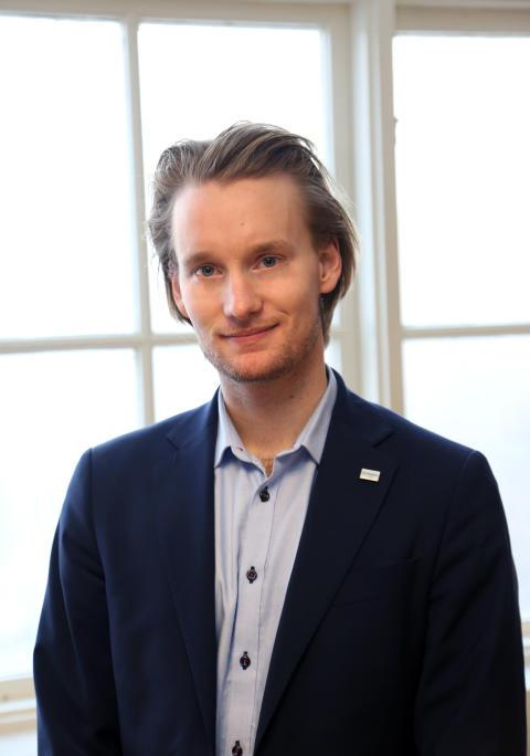 Oliver Lundgren, Skolon