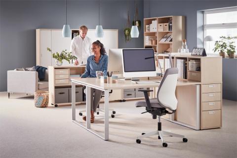 Fast skrivbord med O-stativ och förvaringsmöbler i björk och vitt - Modulus
