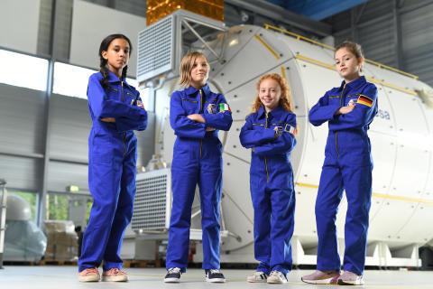 Barbie und die Europäische Weltraumorganisation starten eine neue Zusammenarbeit, um Mädchen zu ermutigen, zur nächsten Generation von Astronautinnen, Ingenieurinnen und Weltraumwissenschaftlerinnen zu werden