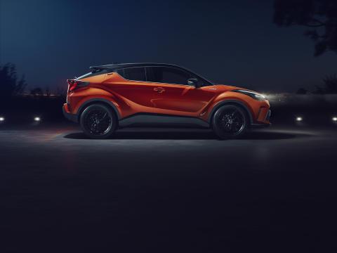 2.Toyota_CHR_4_V5