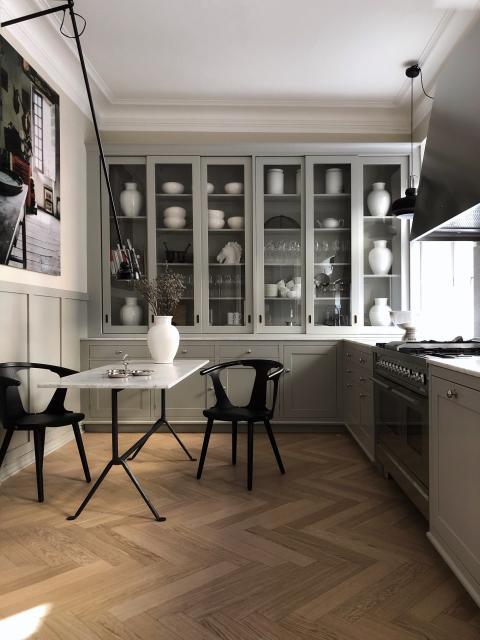 Køkken med Dalby låger i farven Røggrå