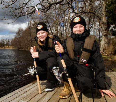 Tiotusentals barn lånar fiskeutrustning gratis