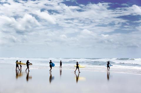 Nu kan du boka sommarens härligaste surfcamp!