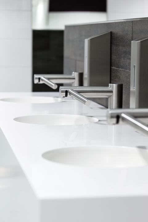 Hygienisch und umweltfreundlich: Dyson-Händetrockner für Autobahn-Waschräume in NRW