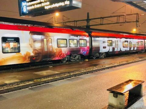 Sverigepremiär för helfolierat reflekterande tåg i samarbete mellan Netflix och MTR Express