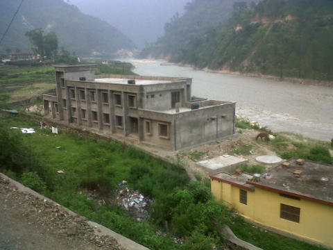 Thousands of children and families stranded in mountains by India floods, Save the Children warns