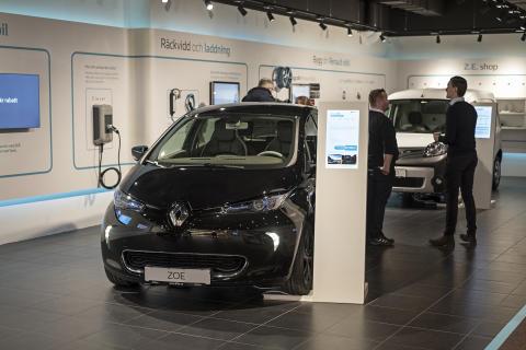 Över 100 elbilar sålda i Renault Electric Vehicle Experience Center