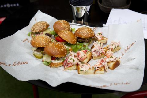 Ta en Hummer  eller Burger - Brunch mitt i Stockholm Centrum