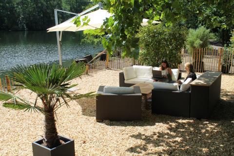 Raus aus dem Büro, rein in die Natur: Villeroy & Boch schafft Außenarbeitsplätze für Mitarbeiter im Abteipark Mettlach