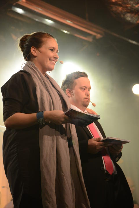 Konferencierer för Väsby melodifestival var Tommy Fagerberg och Doreen Månsson.