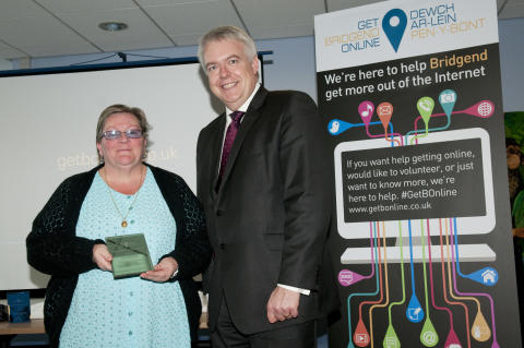 Carwyn Jones AM presents the Digital Learner of the Year Award from Get Bridgend Online to Lynne Williams