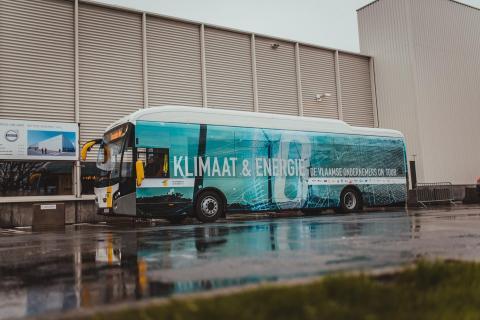 PERSUITNODIGING 11/03 - Minister Crevits ontdekt circulair productieproces van UNILIN Panels, waterfabriek die Leiewater zuivert bij Agristo en de unieke energiedeling tussen beide West-Vlaamse pioniers