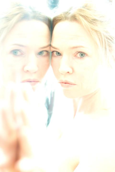 Premiär för Sarah Kanes Psykos 4.48 på Folkteaterns nya spelplats - Svarta Scenen