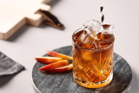 Bjud polarna på en sommarfräsch Cold Brew Apple!