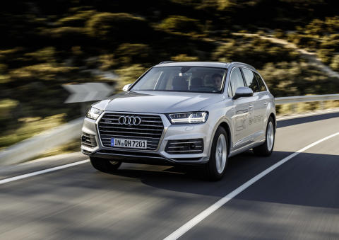 Audi Q7 e-tron quattro f