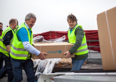 CEO Bjørn Kjos and Bernt G. Apeland, Secretary General in UNICEF Norway.