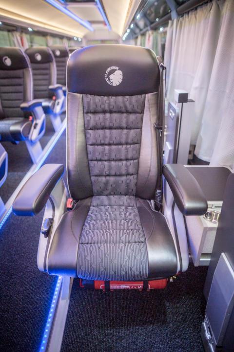 Solo sæder af høj komfort, sikrer at spillerne kommer udhvilet frem til kamp