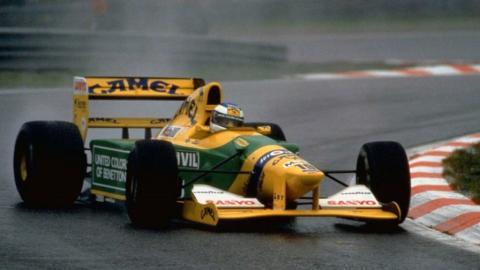 Schumacher a Ford Benetton F1 autójában