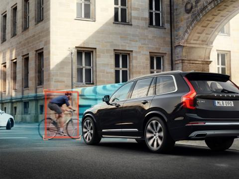 Volvo_Cars_and_POC_develop_world-first_car-bike_helmet_crash_test 8
