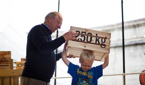 Arkitektur-pilgrimmene bliver nu overhalet af horder af børnefamilier på M/S Museet for Søfart