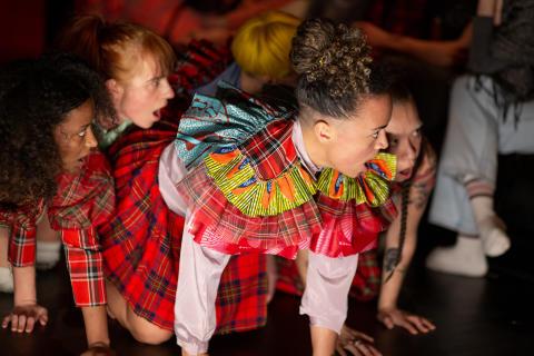 Dans, dokumentärfilm, kosmiska rytmer och robotar gästar Folkteatern i höst