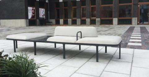 Plymå soffa betong special, Holma torg Malmö