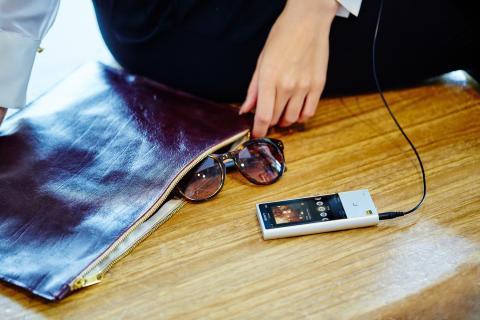 Walkman NW-ZX100HN lifestyle