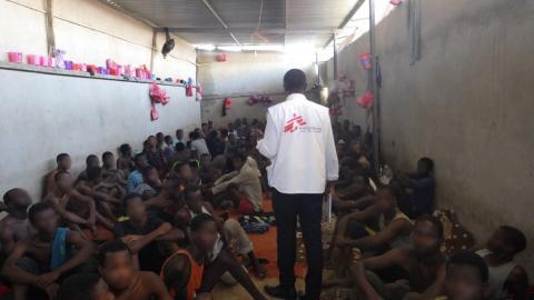 Evakuera människor från Libyen omedelbart!