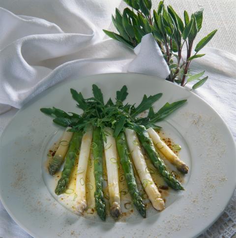 Grønne og hvide asparges fra Tyskland